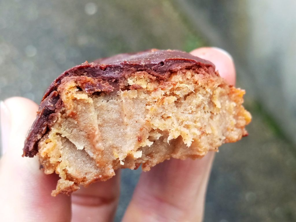 bouchées moelleuses sans sucre ajouté à la patate douce, nappage chocolat, sanspour100plaisirs.com